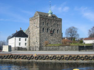 Bergenhus castle, Bergen, Norway. The so-called Rosenkrantz tower was constructed in the 1560s by Erik Rosenkrantz. Image: Wikimedia Commons.